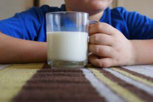 quanto-latte-bisogna-bere-al-giorno